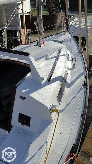 1978 C & C Yachts 26 - Photo #11