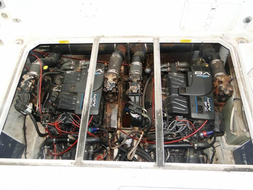 1998 Donzi 3250 LXF Express - Photo #18