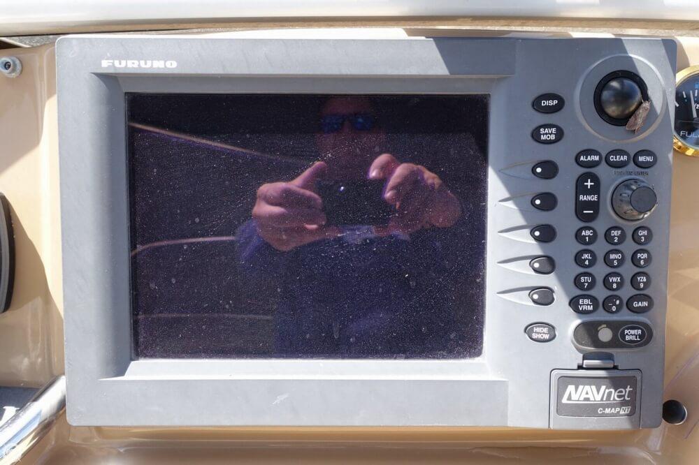 2004 Carver 444 Cockpit MY - Photo #26
