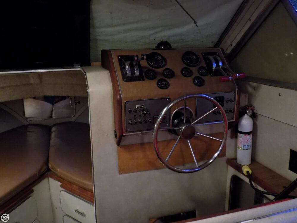 1984 Chris-Craft 315 Commander - Photo #8