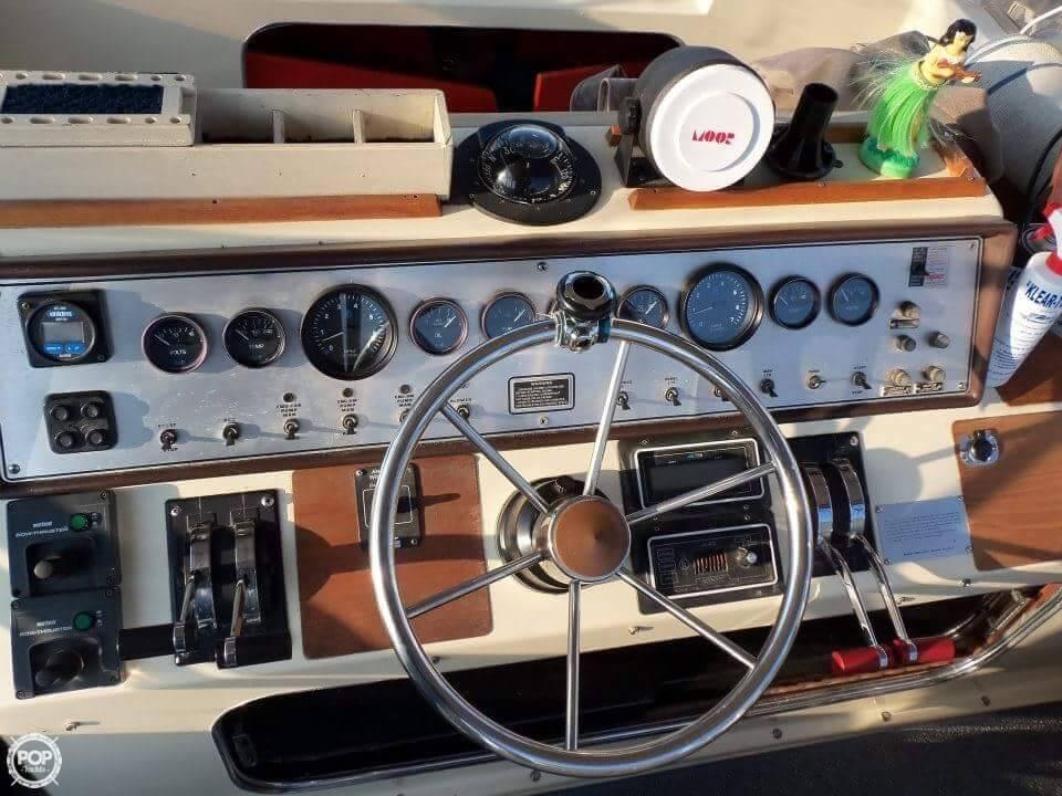1984 Chris-Craft 315 Commander - Photo #16