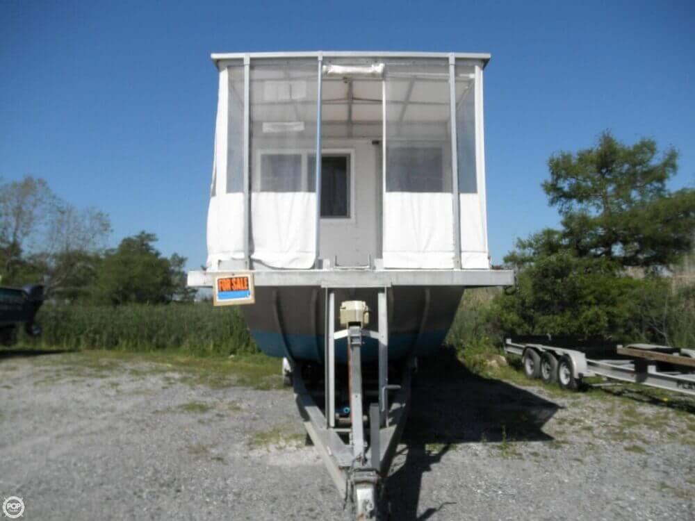 2009 Custom 35 Houseboat - Photo #14