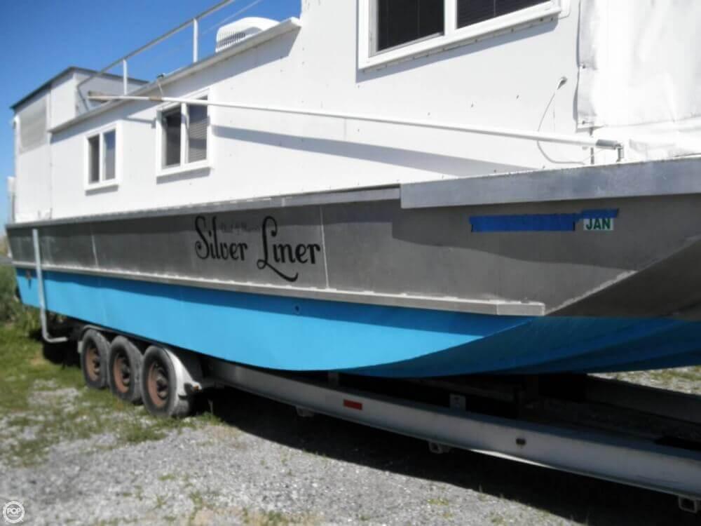 2009 Custom 35 Houseboat - Photo #19