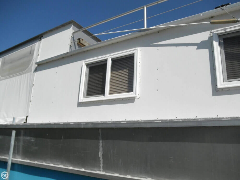 2009 Custom 35 Houseboat - Photo #21