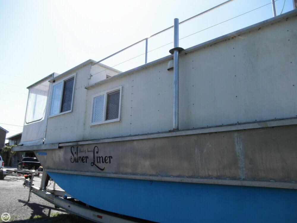 2009 Custom 35 Houseboat - Photo #31