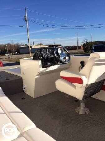 2014 Lowe boat for sale, model of the boat is 21 Sport Deck & Image # 6 of 9