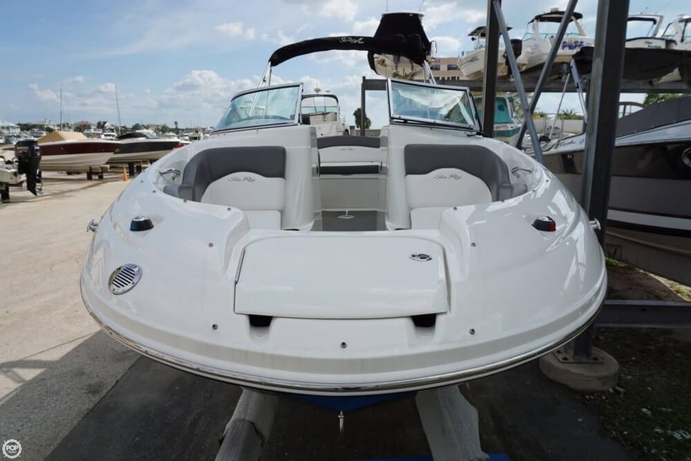 2011 Sea Ray 200 Sundeck - Photo #4