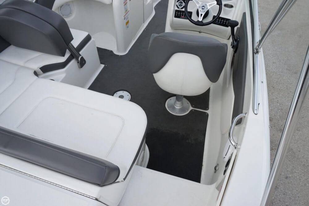 2011 Sea Ray 200 Sundeck - Photo #37