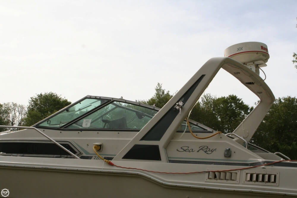 1988 Sea Ray boat for sale, model of the boat is 300 Sundancer & Image # 15 of 40