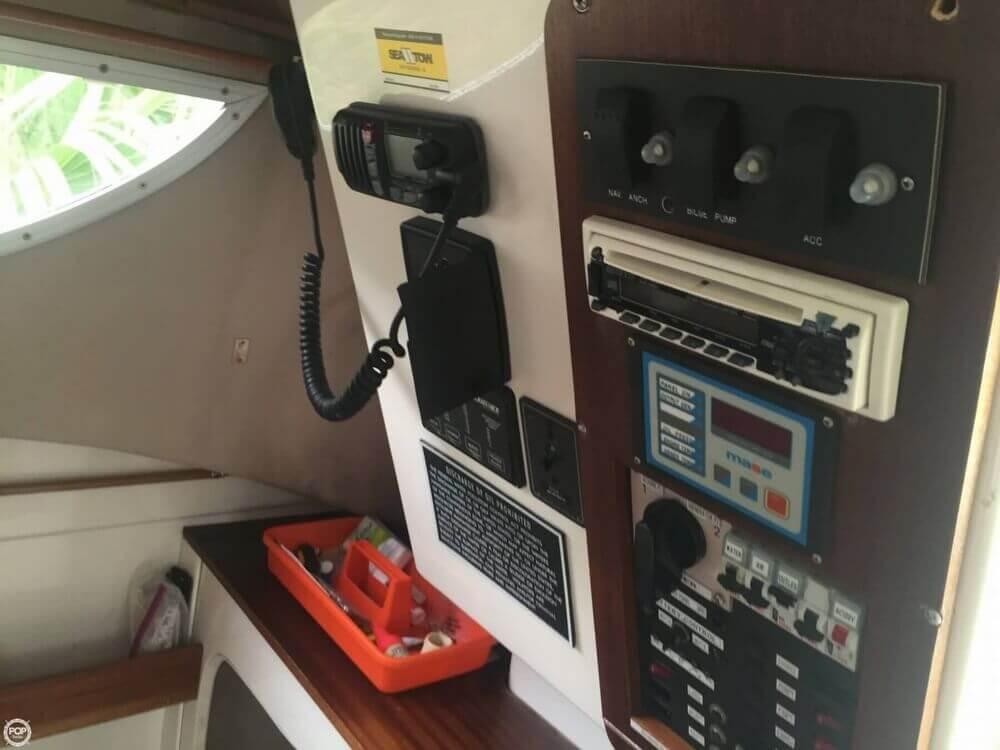 2002 Bond Yachts MC 30 - Photo #25