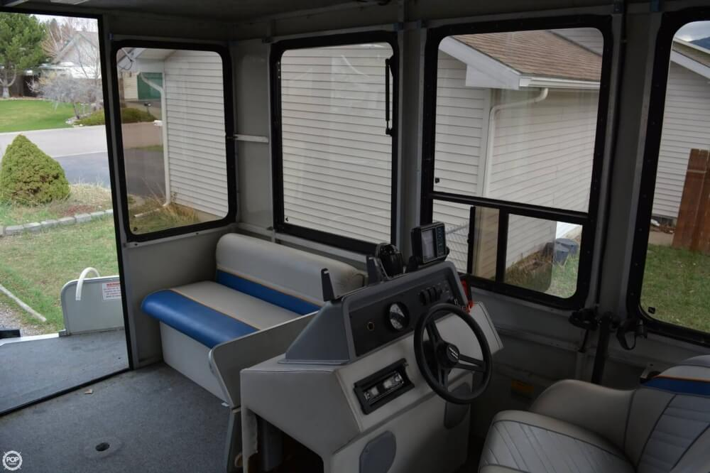1993 Sun Tracker 18 Tritoon Cabin - Photo #15