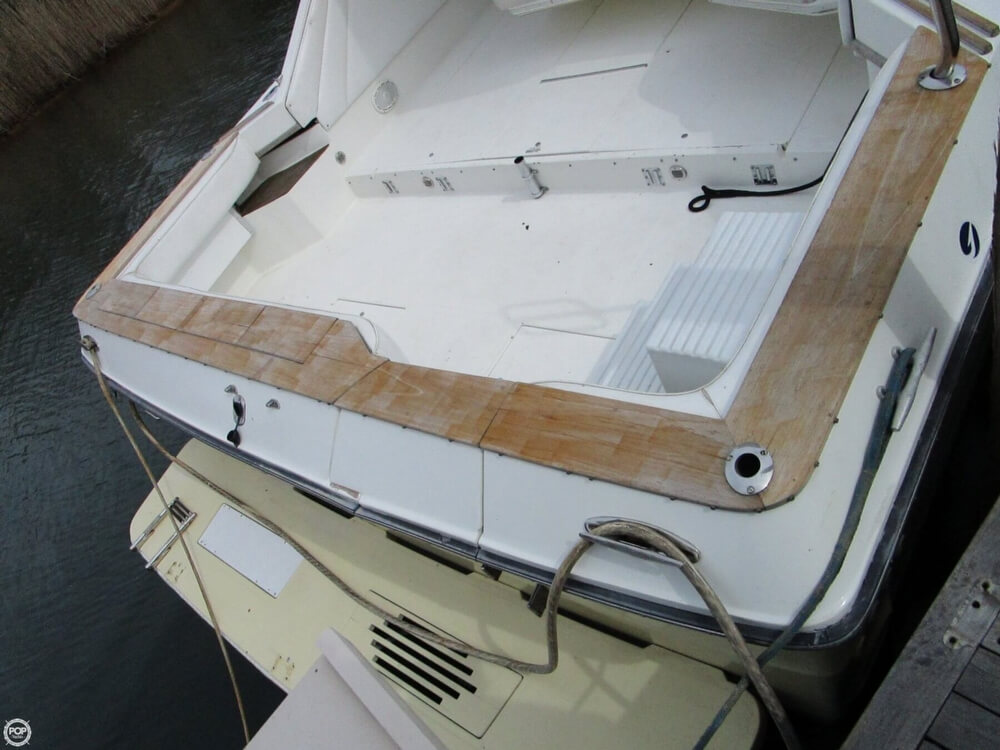 1989 Sea Ray 460 Express Cruiser - Photo #4