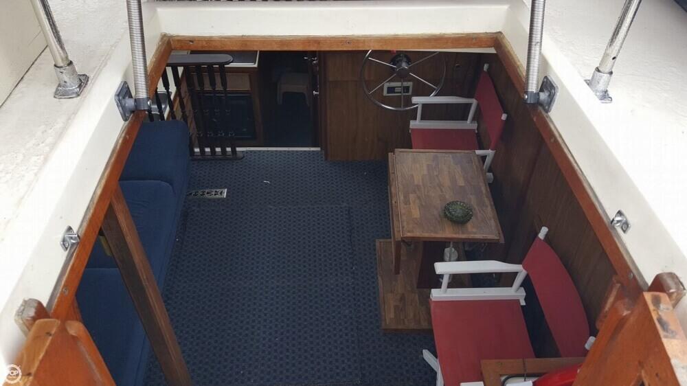 1981 Carver 3007 Aft Cabin - Photo #7