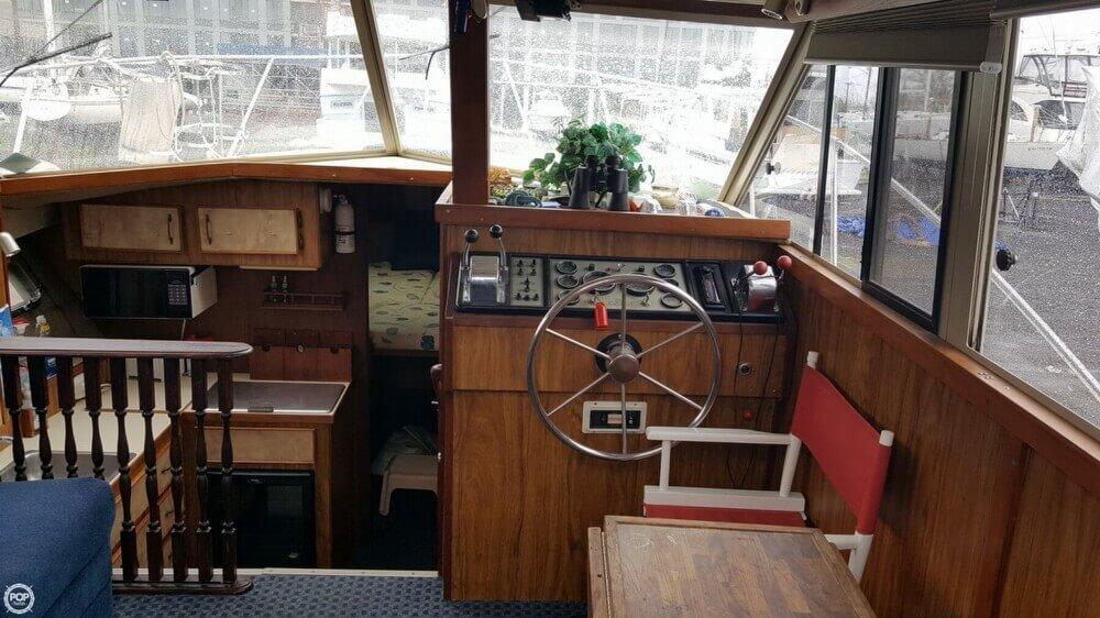 1981 Carver 3007 Aft Cabin - Photo #2