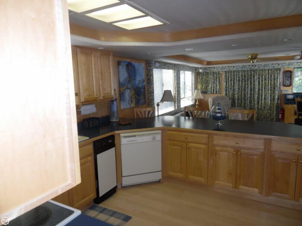Kitchen And Salon Join For Great Entertaining