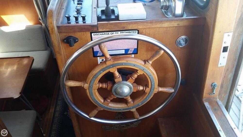 Center Cockpit Helm With Autopilot