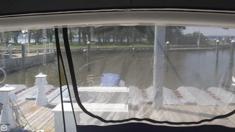 2005 Regal 3560 Commodore - Photo #16