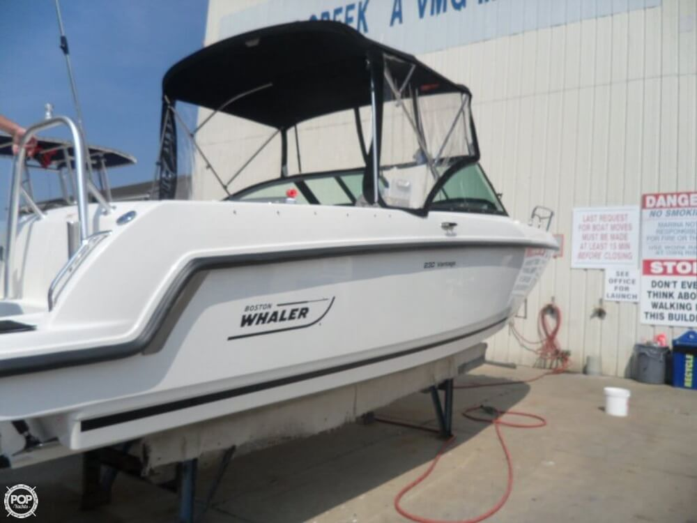 2014 Boston Whaler 23 - Photo #8