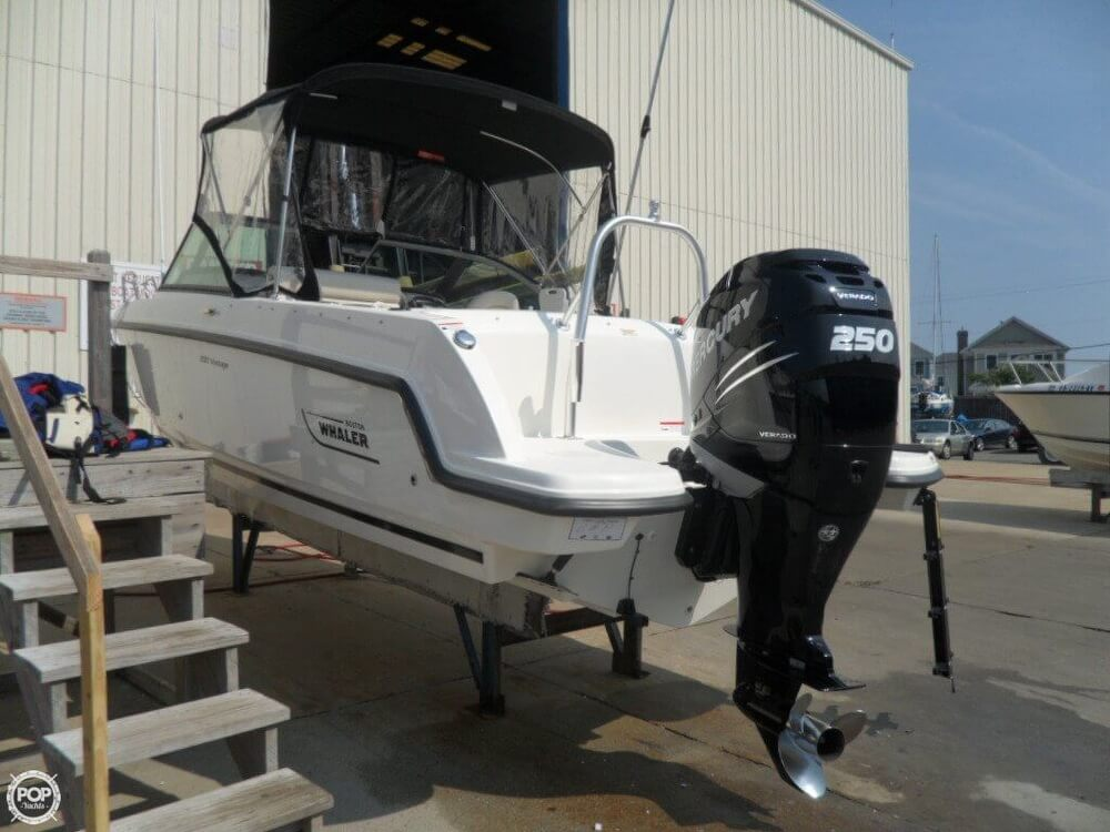 2014 Boston Whaler 23 - Photo #3