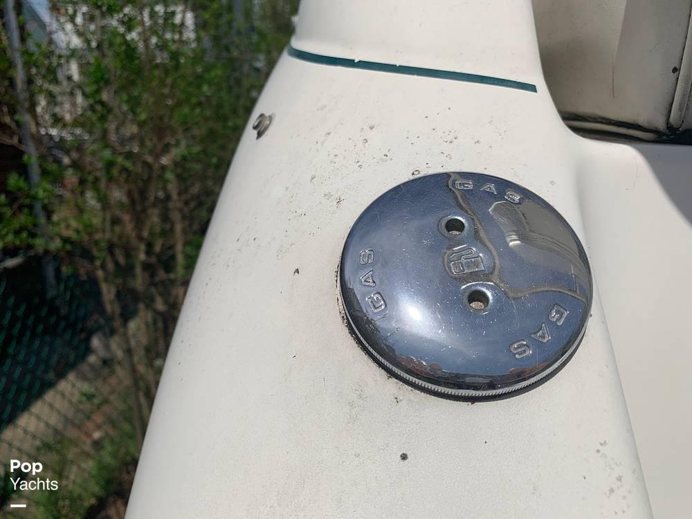 1997 Rinker boat for sale, model of the boat is FIESTA VEE 266 & Image # 20 of 40