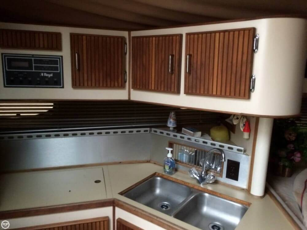 1987 Regal boat for sale, model of the boat is Commodore 360 XL & Image # 15 of 41