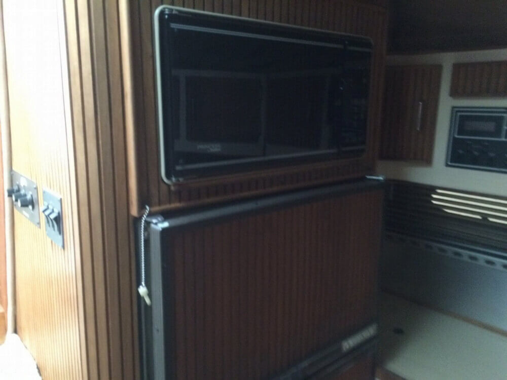 1987 Regal boat for sale, model of the boat is Commodore 360 XL & Image # 16 of 41