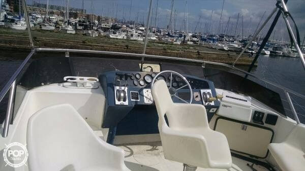 1987 Sea Ray 33 - Photo #5