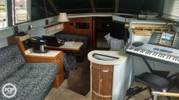 1987 Sea Ray 33 - Photo #6