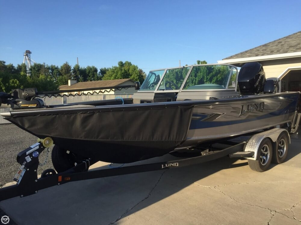 2016 Lund boat for sale, model of the boat is 1975 Pro-V & Image # 11 of 13