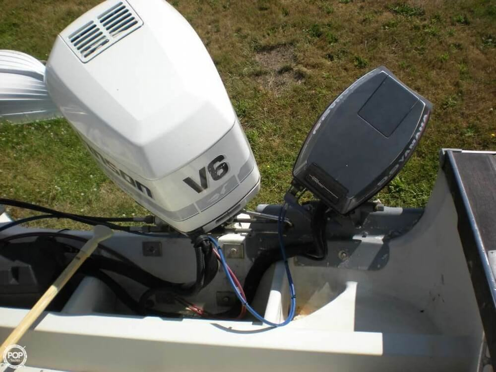 1989 Boston Whaler boat for sale, model of the boat is 22 Cuddy Cabin & Image # 5 of 12