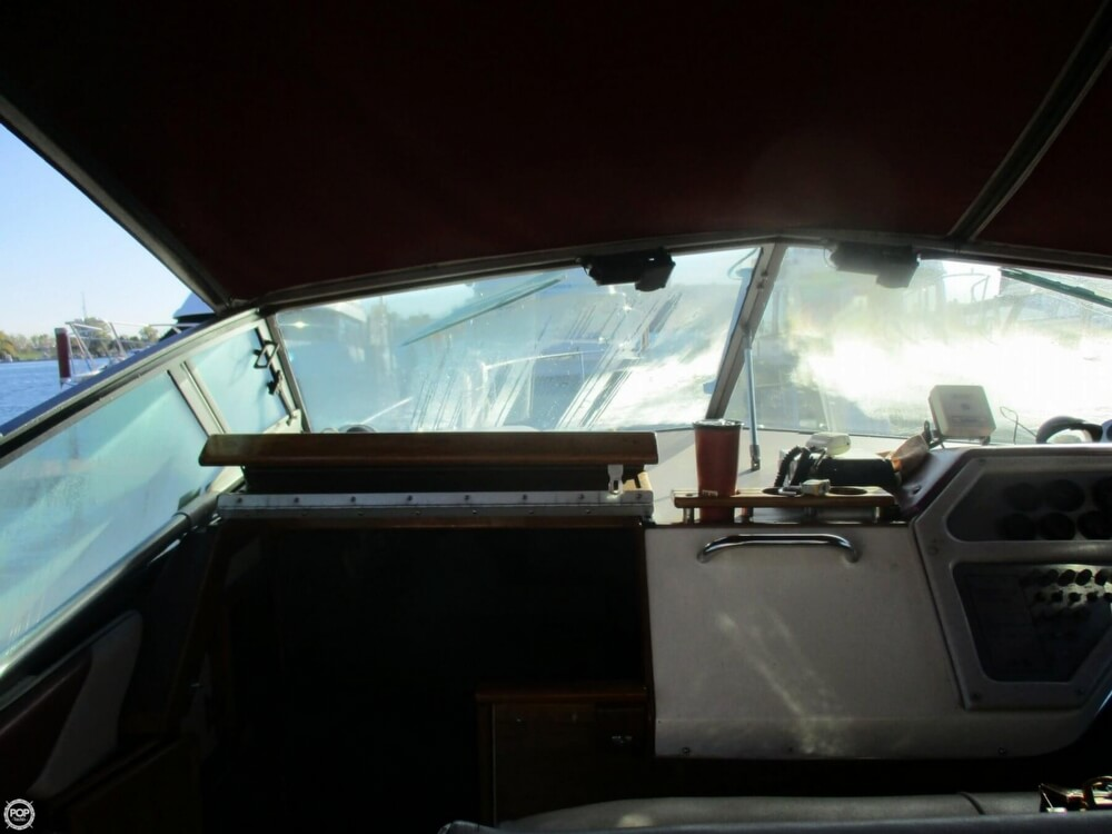 1985 Sea Ray boat for sale, model of the boat is 270 Sundancer & Image # 11 of 42