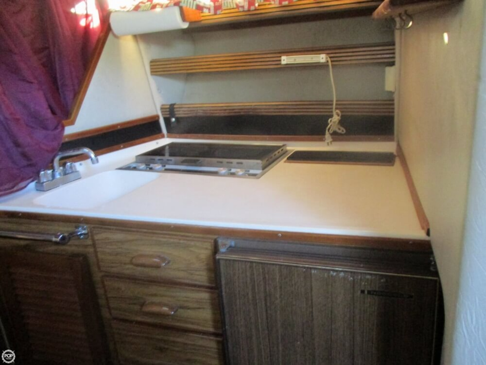 1985 Sea Ray boat for sale, model of the boat is 270 Sundancer & Image # 28 of 42