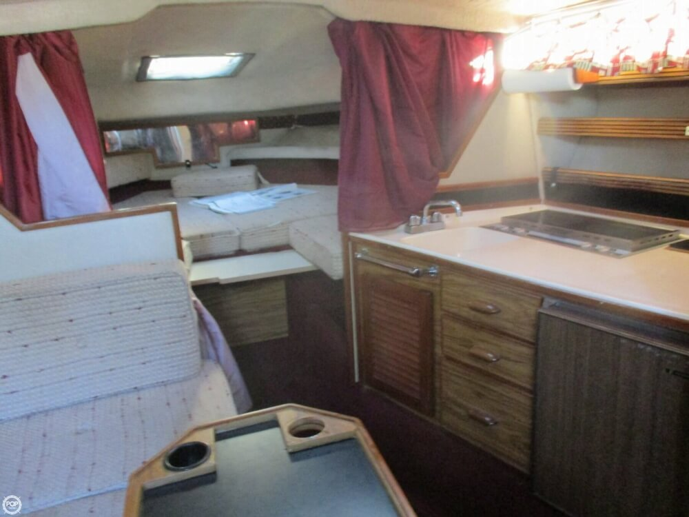 1985 Sea Ray boat for sale, model of the boat is 270 Sundancer & Image # 29 of 42