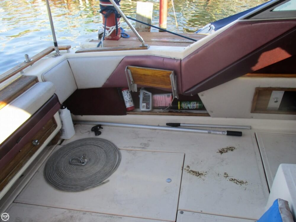 1985 Sea Ray boat for sale, model of the boat is 270 Sundancer & Image # 30 of 42
