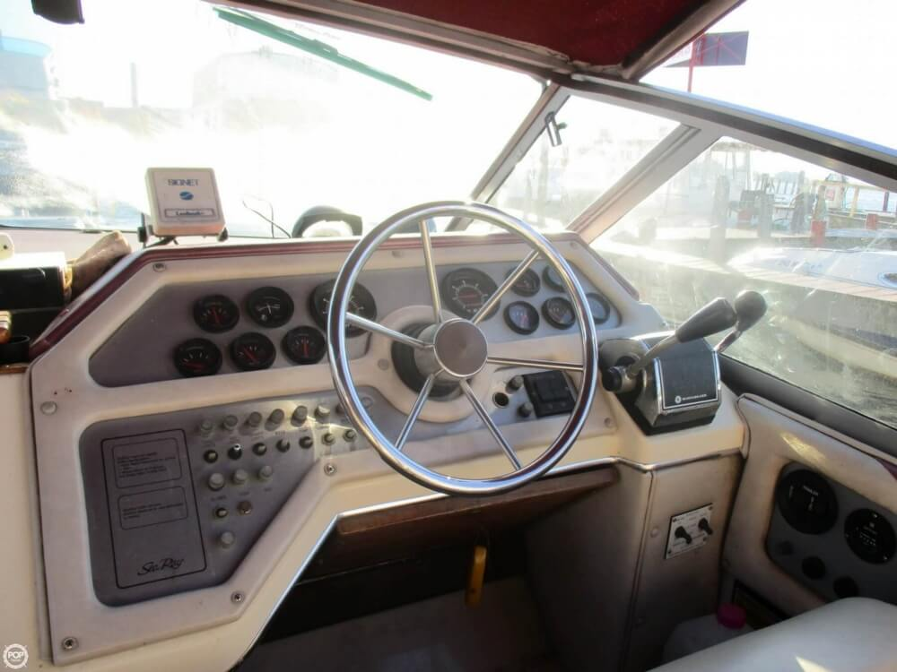 1985 Sea Ray boat for sale, model of the boat is 270 Sundancer & Image # 32 of 42