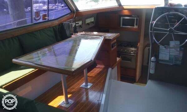 1987 Bayliner 33 - Photo #18