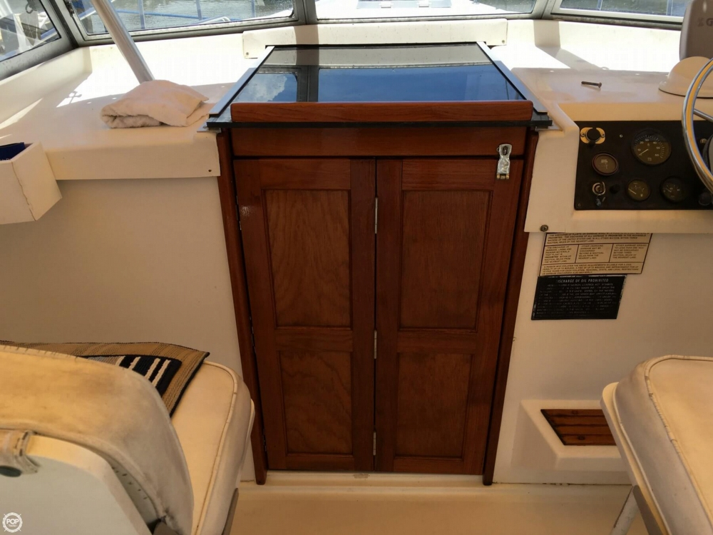 1987 Luhrs 30 - Photo #10