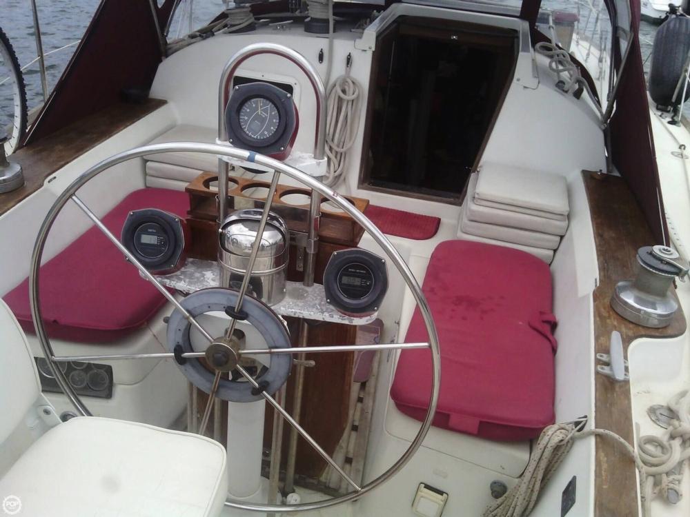 1984 C & C Yachts 37 - Photo #4