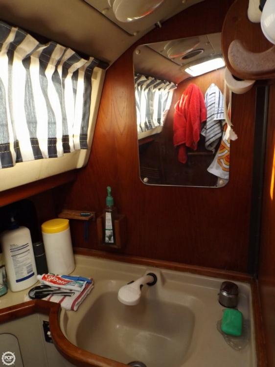 1984 C & C Yachts 37 - Photo #7