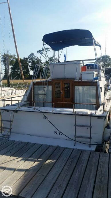 Carver 3396 Mariner, 33', for sale - $14,000