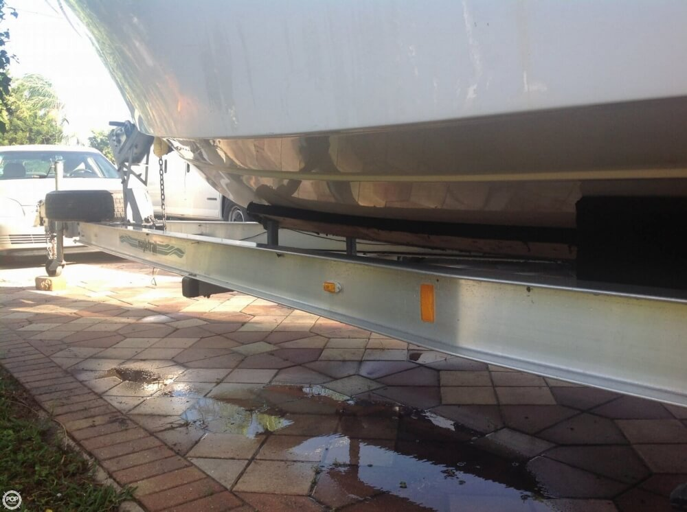1999 Four Winns boat for sale, model of the boat is 238 Vista & Image # 10 of 40