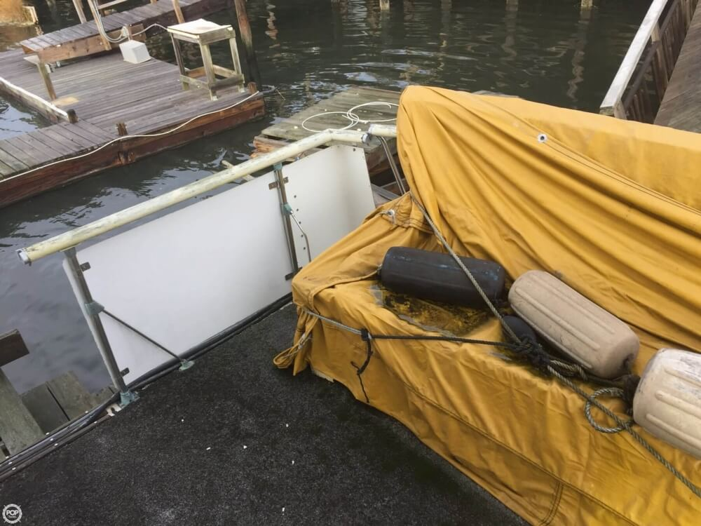1972 Bertram boat for sale, model of the boat is Salon Cruiser Double Cabin & Image # 10 of 40