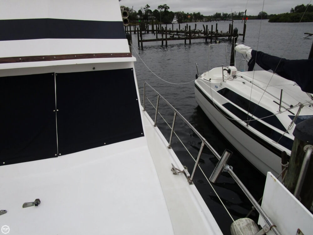 1987 Marine Trader boat for sale, model of the boat is 35 Sundeck Trawler & Image # 7 of 40