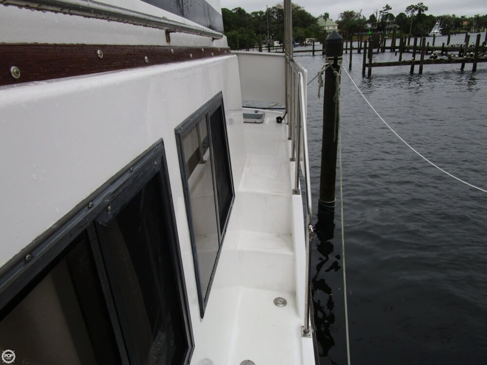 1987 Marine Trader boat for sale, model of the boat is 35 Sundeck Trawler & Image # 12 of 40