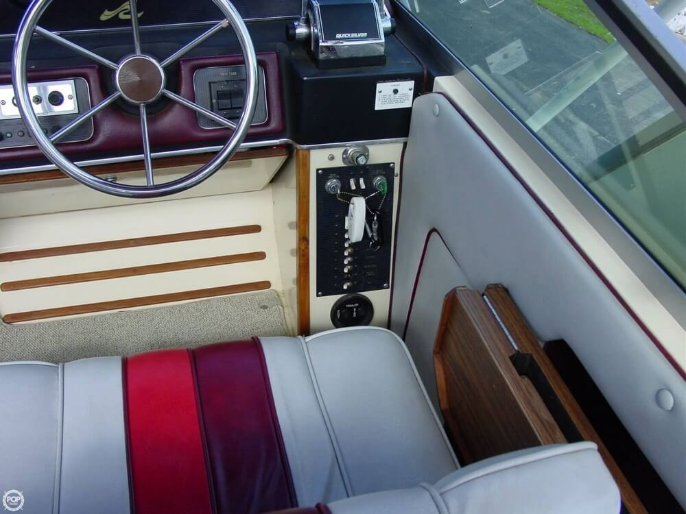 1987 Sea Ray boat for sale, model of the boat is 300 Sundancer & Image # 15 of 40