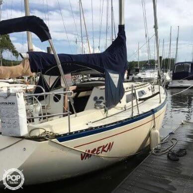 Islander 32, 32', for sale - $15,500