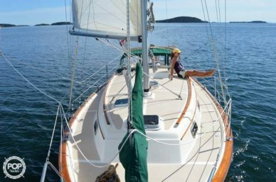 Island Packet 31, 34', for sale - $43,000