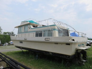 Holiday 39, 39', for sale - $18,000