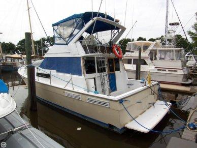 Bayliner 3870 Motoryacht, 38', for sale - $38,900