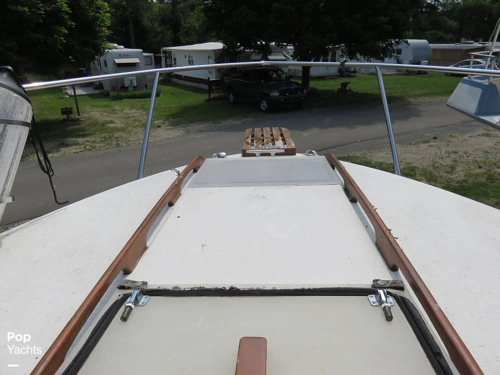 1979 Sea Ray boat for sale, model of the boat is 300 Sedan Bridge & Image # 22 of 40